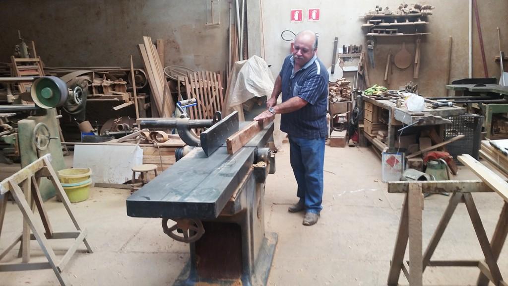 carpinteiro Antônio Aparecido Artioli carpintaria