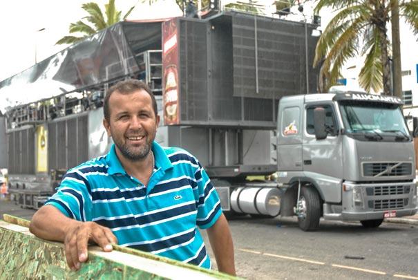 Carnaval: motorista de trio elétrico Gilberto Campos Souza Júnior
