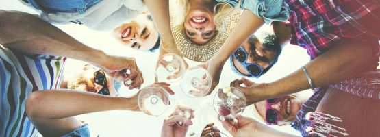 Aprenda a fazer networking nas festas da empresa