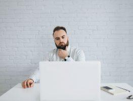 Você costuma navegar na internet ou naufragar?