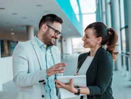 Como começar uma conversa em 5 situações comuns de trabalho