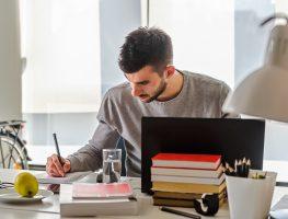 Empresas modernas contratam profissionais sem formação superior